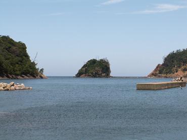 鷺浦港 柏島を望む